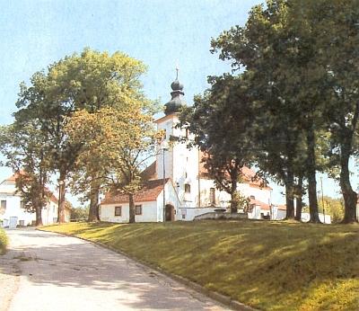 Kostel v Chrobolech na jeho snímku