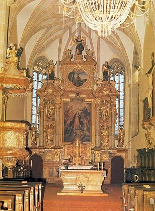 Hlavní oltář frymburského kostela sv.Bartoloměje na jiném Raischově snímku