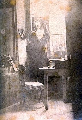 Vzácný snímek, pořízený někdy kolem roku 1880, zachycuje tu Jana Zachariáše Quasta malujícího Kristovu hlavu na skleněnou desku
