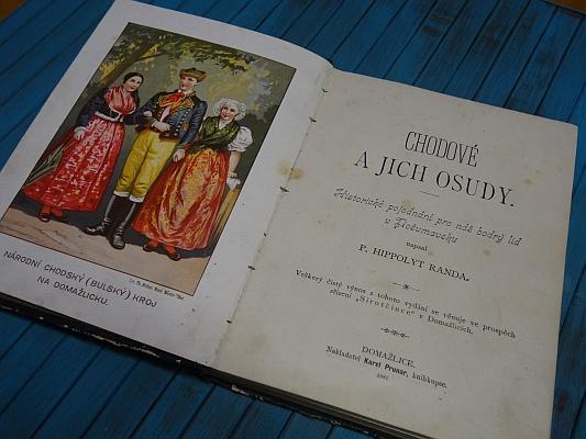 Frontispis a titulní list (1889) jeho knihy, vydané knihkupcem Karlem Prunarem v Domažlicích s autorovým věnováním tohoto znění: Slavnému královskému městu Domažlicům na důkaz vřelé oddanosti, pak všem věrným šumavanům a zdárným potomkům chrabrých Chodův z upřímné lásky věnuje P.Hippolyt Randa, kněz církevní, měšťan Domažlický ačestný občan Chodské obce Staro-Postřekovské.