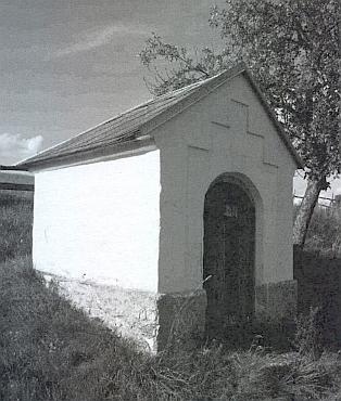 Kaple pod třemi lipami v rodné obci byla asi roku 1956 zbořena, zachovala se jen tato na cestě k Hyršovu, zde zachycená na snímku zroku 2007