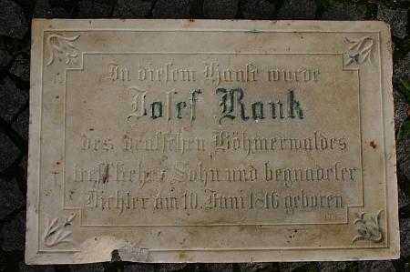 Pamětní deska, odhalená na jeho rodném domě dne 12. července roku 1885