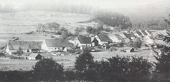 Někdejší Uhlíkov, vypálený 1956 při natáčení jednoho českého filmu