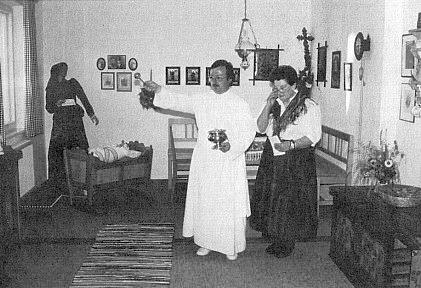 Při vysvěcení pamětní šumavské jizby obcí Želnava a Pěkná v rakouské vsi Klaffer při hoře Smrčina roku 1990