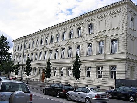 Gymnázium ve Freistadtu, jehož byl ředitelem