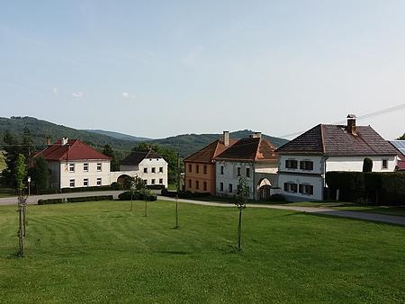 Náves v Březovíku a místní kaple