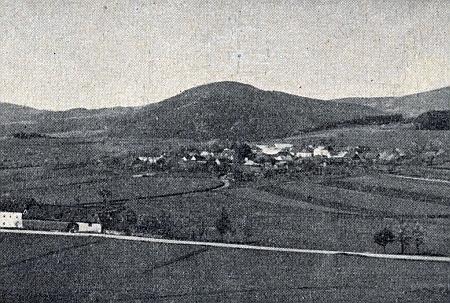 Březovík, tady v pozadí s Bulovým (952m), jehož německý název Ochsenberg jistě souvicí s označením vsi pod ním jménem Oxbrunn