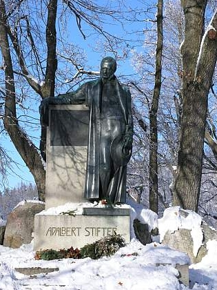 Stifterův pomník nad Horní Planou (viz i Adalbert Stifter, Arthur Fischer-Colbrie a Hugo Rokyta)