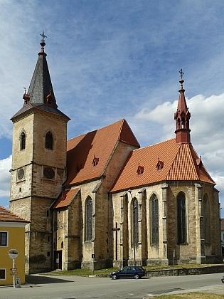 Kostel sv. Máří Magdaleny ve Chvalšinách a freska Vyslání sv.apoštolů v jeho presbytáři