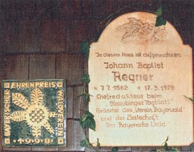 Detail pamětní desky při bočním vchodu domu v Rittsteigu