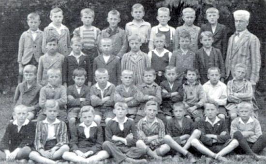 Jeho syn se žáky 5. třídy obecné školy v Nýrsku někdy v půli třicátých let