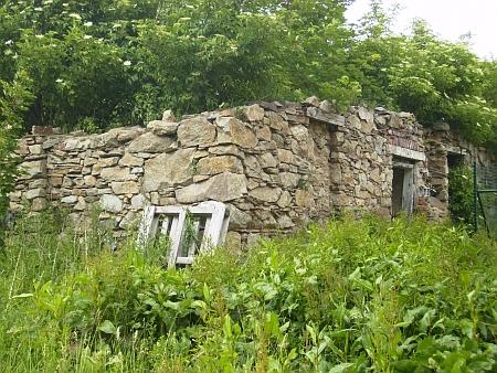 Ruina domu ve Sklářích...
