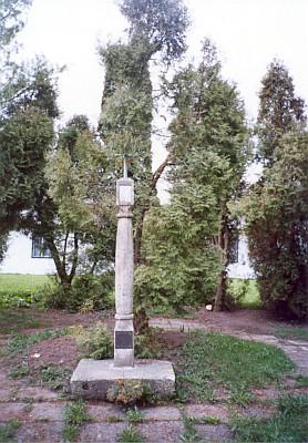 Na místě někdejšího hřbitova stojí dnes tato boží muka snápisem:     Zde odpočívají zemřelí z farnosti Černá vPošumaví pochovaní v letech 1767-1957