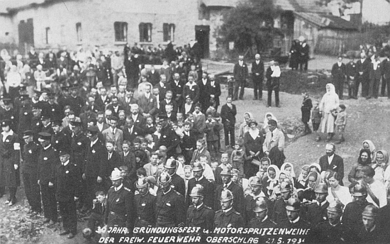 Svěcení hasičské stříkačky v Milešicích při slavnosti 30. výročí založení zdejšího dobrovolného hasičského sboru