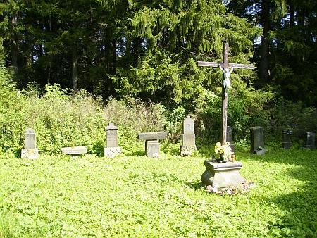 Pietně upravený prostor zničeného cudrovického hřbitova