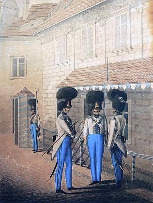 Gardisté na druhém nádvoří zámku v Českém Krumlově, jak je na barevné kresbě zachytil Josef Langweil v roce 1839