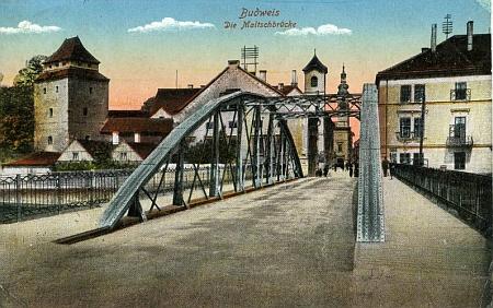 Jeho rodný dům v Biskupské ulici je na staré pohlednici zachycen vpravo