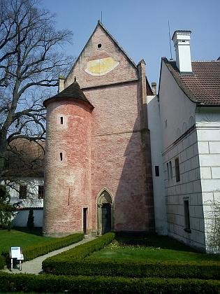 Kaple Andělů Strážných (1370), nejstarší dochovaná stavba v klášteře Zlatá Koruna