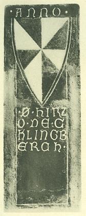Náhrobek purkrabího Hirza z Klingenbergu vezlatokorunském klášterním kostele Nanebevzetí Panny Marie