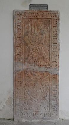 Náhrobek donátora zlatokorunského kláštera Jindřicha z Velešína v témže kostele