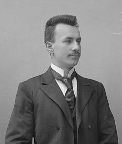 Ve fotobance Seidelova ateliéru je k nalezení jediný snímek psaný na jméno Heinrich Reininger s datem 15. června 1902 - mohl by na něm být on ve věku dvaceti let