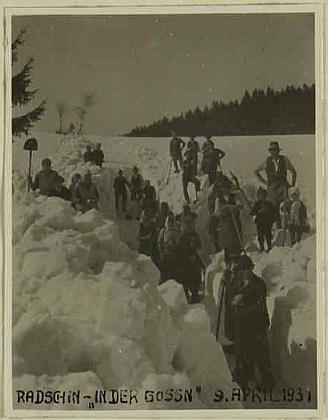 9. duben 1931 v Račíně - to jí bylo právě šest let - ve sněhové záplavě