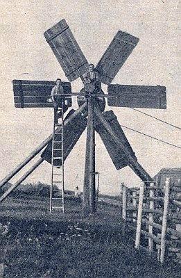 """Dřevěná větrná """"turbína"""" v Dolní Pestřici"""