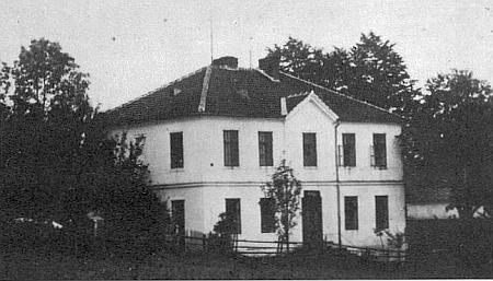 Račínská škola, srovnaná se zemí roku 1988