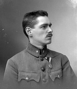 16. dubna 1918 byl v Seidelově ateliéru fotografován Josef Klufa z Věžní ulice 103 - mohl by to být pozdější pan učitel ze Svérazi
