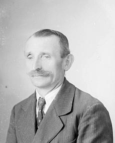 """Otec Johann na snímku od """"Seidelů"""" ze září 1943"""
