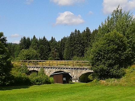 Mosty na přerušené přeshraniční železniční trati: v Novém Údolí avHaidmühle