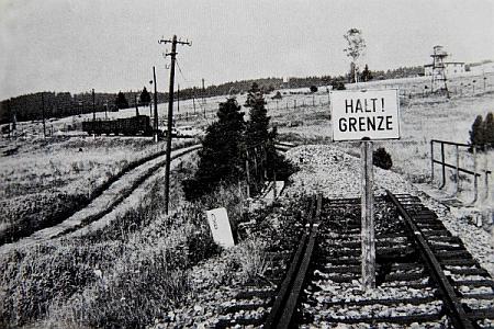 Hraniční úsek v Novém Údolí po vytrhání kolejí v roce 1951