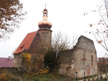 Kostel v Šitboři po dokončení první fáze oprav (báň  na veži a střecha na presbytáři)