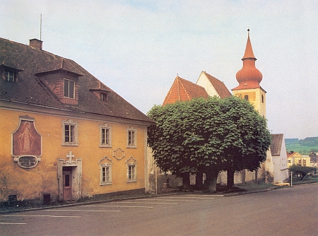 Fara a kostel v Poběžovicích na snímku Dietera Raische