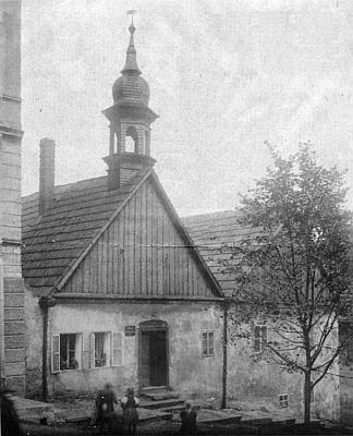 Stará radnice v Ronšperku se svou zvoničkou