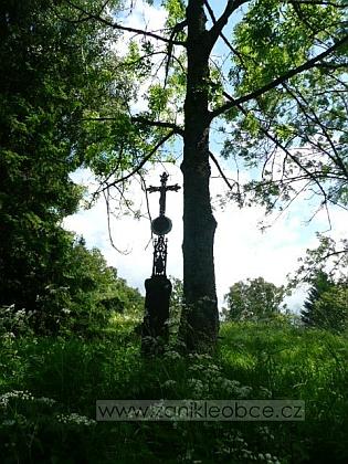 Křížek na místě zaniklého Rožnova