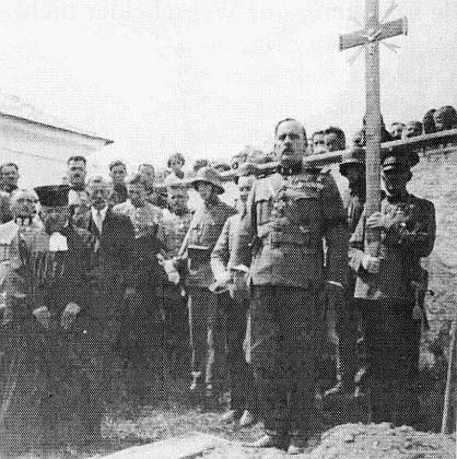 Tady hovoří v roce 1934 nad hrobem revírního inspektora Richarda Hölzela, zavražděného v hornorakouském městysi Kollerschlag rakouskými nacisty z paramilitárního sdružení Österreichische Legion