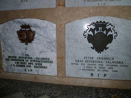 ... a náhrobní kameny Petera Revertery von Salandra a jeho ženy Idy