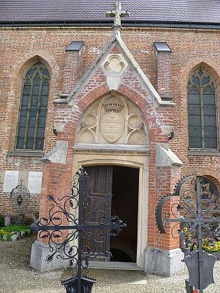 Vstup do rodové hrobky v hornorakouské obci  Sankt Georgen bei Grieskirchen...