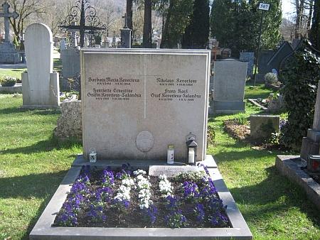 Hrob Franze Karla Revertery, jeho ženy Henriette Ernestine (1919-1997) a jejich dětí Barbory Marie (1947-1948) a Nikolause (1955-1959) na hřbitově v Aigenu