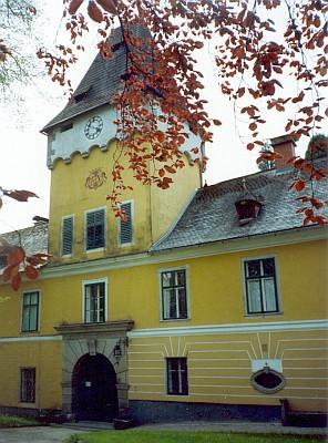 Zámek v rakouském Helfenbergu kus od české hranice