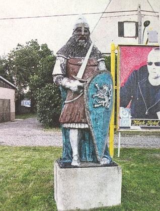 """Jak si představují """"krále železného a zlatého"""" vRakousku - na snímku z obce Dürnkrut (Suché Kruty)"""