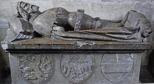Náhrobek Přemysla Otakata II. v pražské katedrále sv. Víta a jeho pohřební insignie