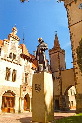 Panovníkova socha ve Vysokém Mýtě