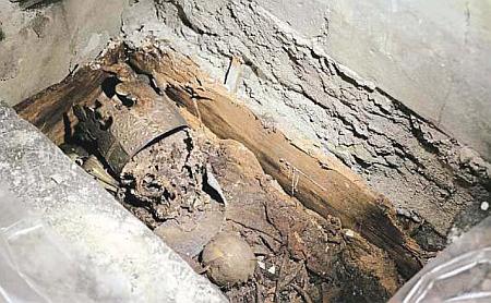 Truhla s ostatky Přemysla Otakata II., otevřená roku 1979 v rámci archeologického výzkumu Pražského hradu