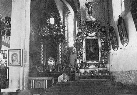 Vnitřek kostela sv. Bartoloměje v Malontech, kde býval ivarhaníkem aregenschorim, na snímku Franze Hoffelnera zroku1976