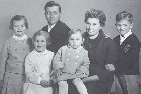 S manželkou a dětmi na snímku z roku 1965, devět let po svatbě