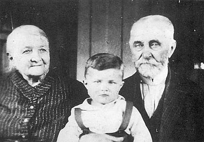 S prarodiči na snímku z roku 1931