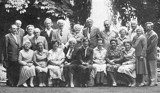 Při jubilejním setkání absolventů někdejšího českobudějovického německého učitelského ústavu v rakouském Steyru roku 1982 (stojící šestý zleva)