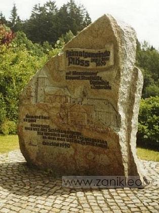 Památník zaniklé obci Plöss na německé straně hranice